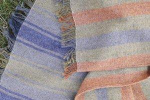 338 Gyapjú takaró - csíkos, rojtos